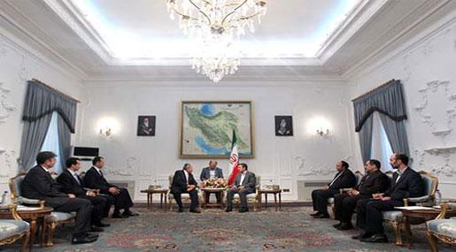 Iranian President Receives Former Lebanese President