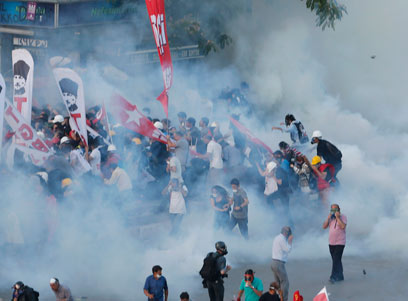 Turkish Police Crush Barricades in Taksim