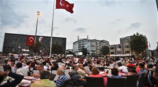 Turkey: Protesters Hold First Iftar, Continue Demonstrations