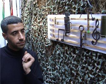 Gaza Man Uses Remains of 'Israeli' Shells to Produce Art