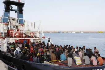 Italy Rescuing 3,000 Migrants, 18 Boats in Trouble