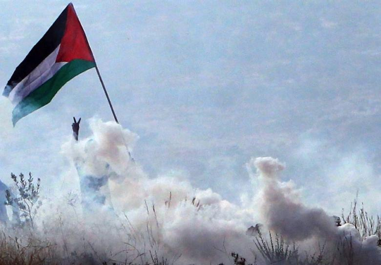 Palestinian confrontig