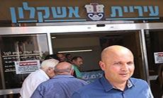 'Israeli' Mayor Bars Arab Workers, Drawing Racism Charges