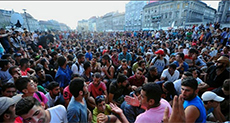 Migrants Storm Re-Opened Budapest Train Station