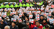 S Koreans Hold Mass Protests Demanding President Ouster, Arrest