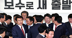 South Korea: Anti-Park Lawmakers Defect from Ruling Party