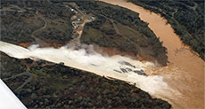Spillway at Lake Oroville Dam about to Collapse, Scores Evacuated