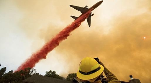 California Wildfire: Thousands Flee Raging Fire near Yosemite Park