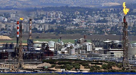 800 'Israeli' Layoffs as Hezbollah-Threatened Ammonia Tank Closes, Employees Protest