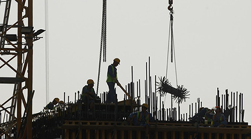 Qatar Introduces Minimum Wage for Migrant Workers