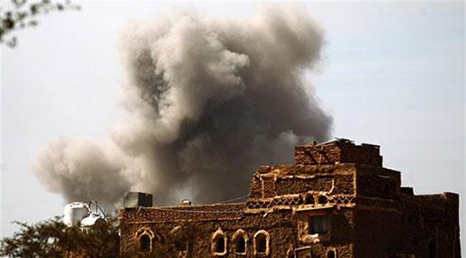 Saudi Warplanes Strike Building of Yemen's Defense Ministry in Sana'a