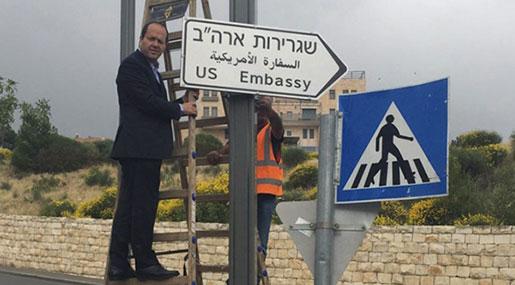 Al-Quds' Mayor Installs US Embassy Signs!