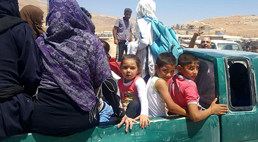 Syrian Refugees Start Returning to Syria from Lebanese Arsal