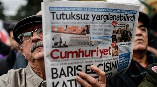 Turkey Arrests Head of Opposition Newspaper