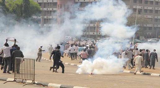 Nigeria Crackdown: Police Tear-gas Protesters Demanding Sheikh Zakzaky's Release