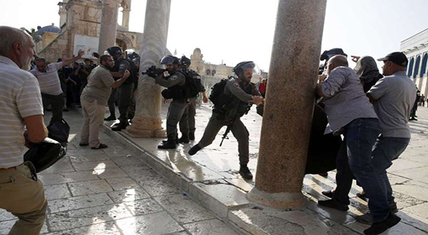 Clashes between IOF and Palestinian worshipers