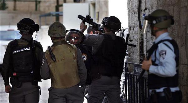 """50 Palestinians Injured As """"Israel's"""" Quds Crackdown Continues"""