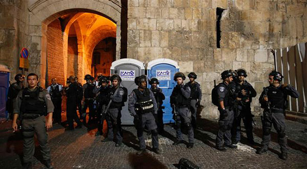 Quds Crackdown: 'Israeli' Soldiers Attack Worshipers on 'Day of Rage'
