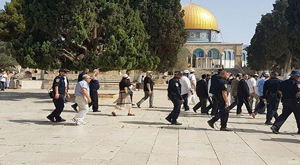 Zionist Settlers Storm Al-Aqsa Compound amid Flare-Up