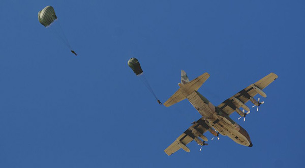 «Israel» Holds Largest Paratroops Drills Since 2012