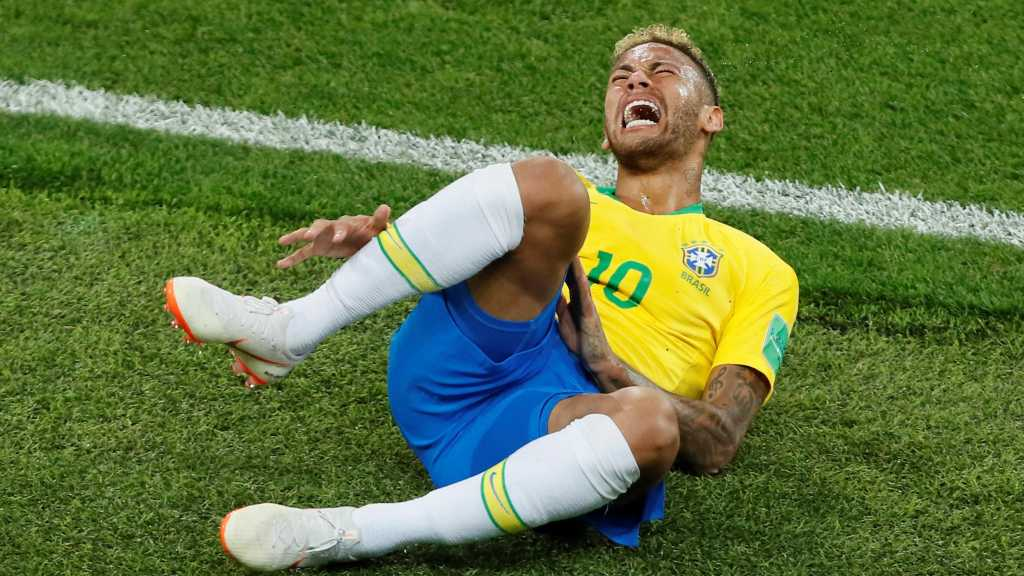 Neymar Lying on the Ground Becomes «Face» of Fake Emergency Calls Ad in Portugal