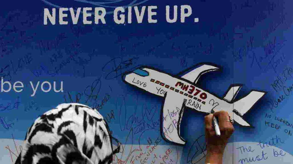 Missing MH370 Passengers' Families Urge Malaysia to Restart Search