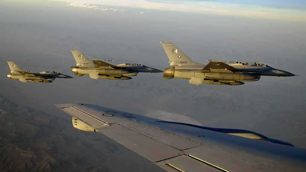 Report: Pakistan Deploys Entire F-16 Squadron on Indian Border