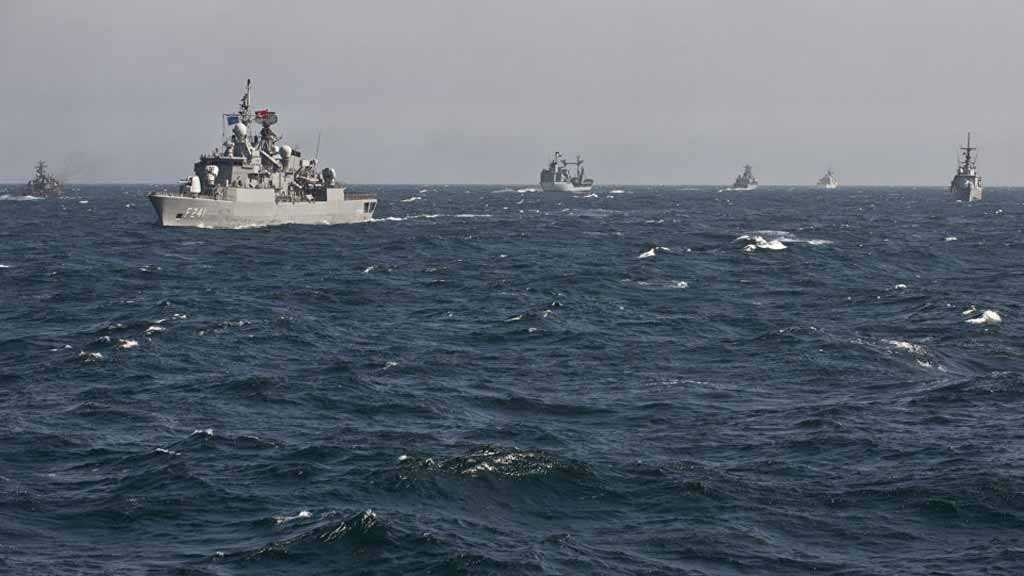 MoD: Russian Navy Ships Escort NATO Warships in Black Sea
