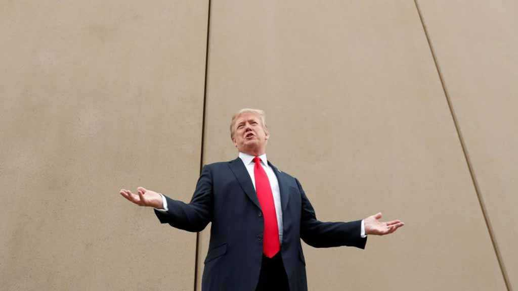 Trump at Mexico Border: The US Is «Full»