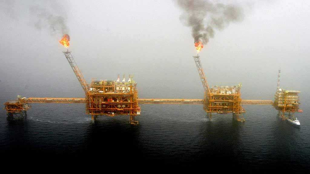 US to Cancel Sanctions Waivers for Iranian Oil Importers