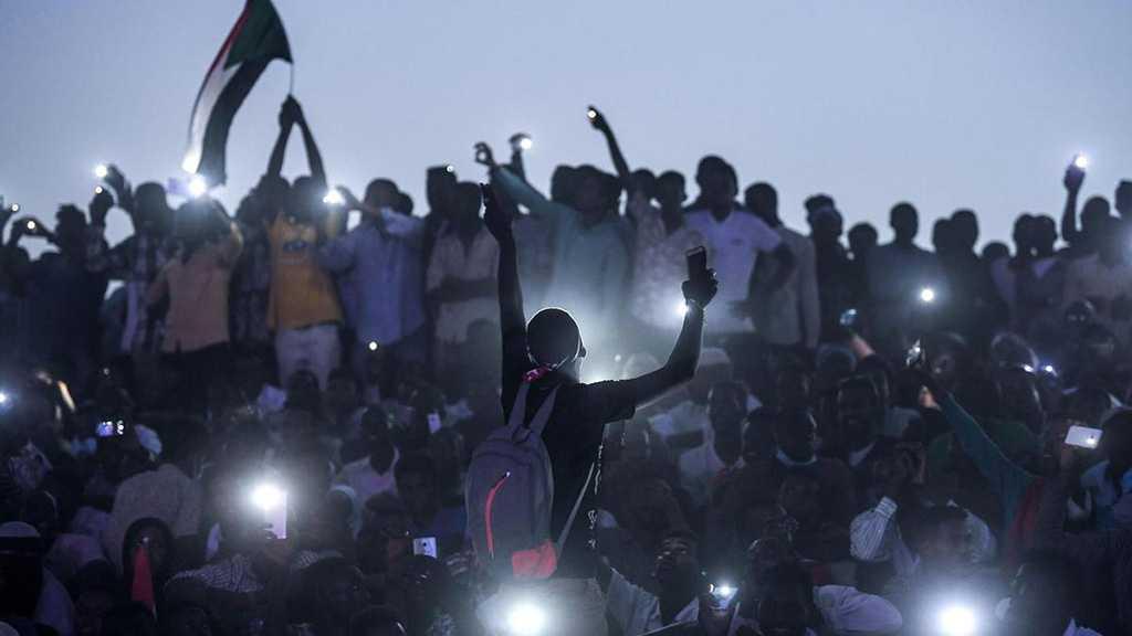 Sudan: Huge Crowd Floods Capital Khartoum Pushing for Country's Handover