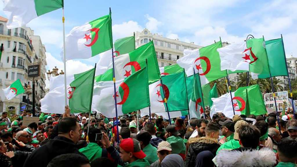 Algeria: Thousands Protest Against Ruling Elite