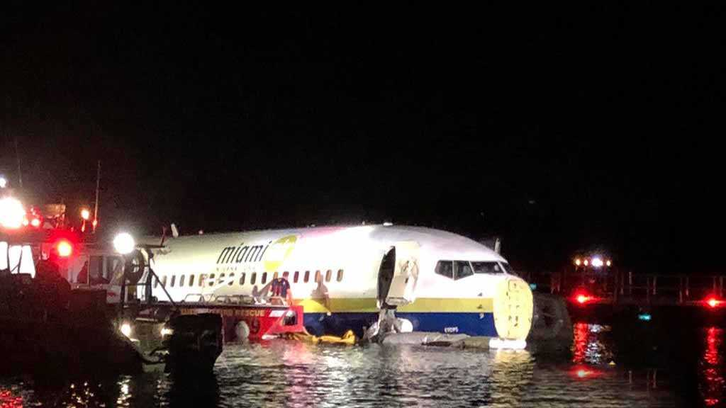 Boeing 737 Jet Goes Into River in Jacksonville, Florida