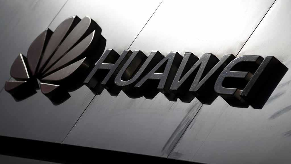Trump to Sign Order Paving Way for US Telecoms Ban on Huawei
