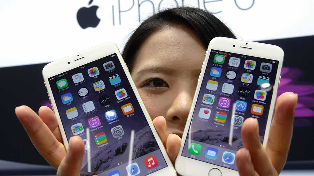 Chinese Users Call for Boycott of Apple Phones