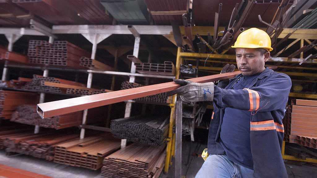 Trump Signs Proclamations Lifting Aluminum, Steel Tariffs on Canada & Mexico