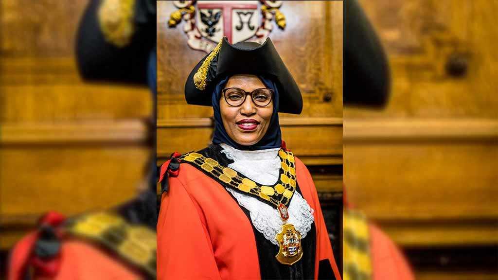 Muslim Woman Chosen Becomes 1st Woman Mayor in UK's Islington