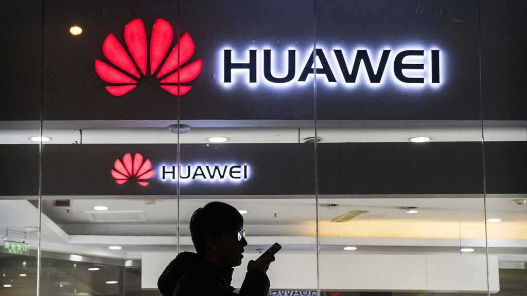 China Slams US Huawei Rumors, As Trump Mulls Including Firm in Trade Deal