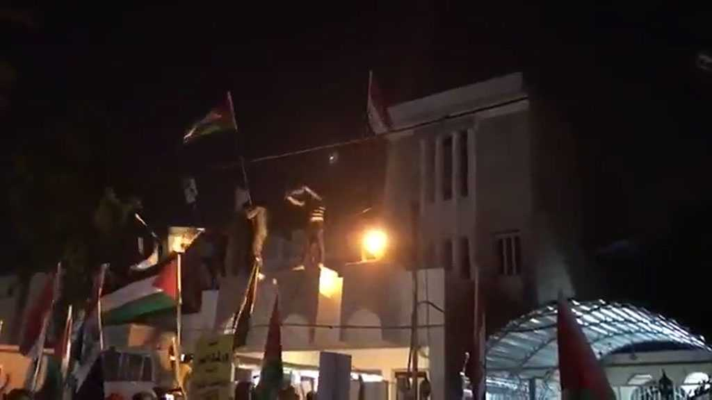 With Palestinian Flags, Iraqis Storm Bahrain Embassy over Manama's 'Deal of Century' Conference