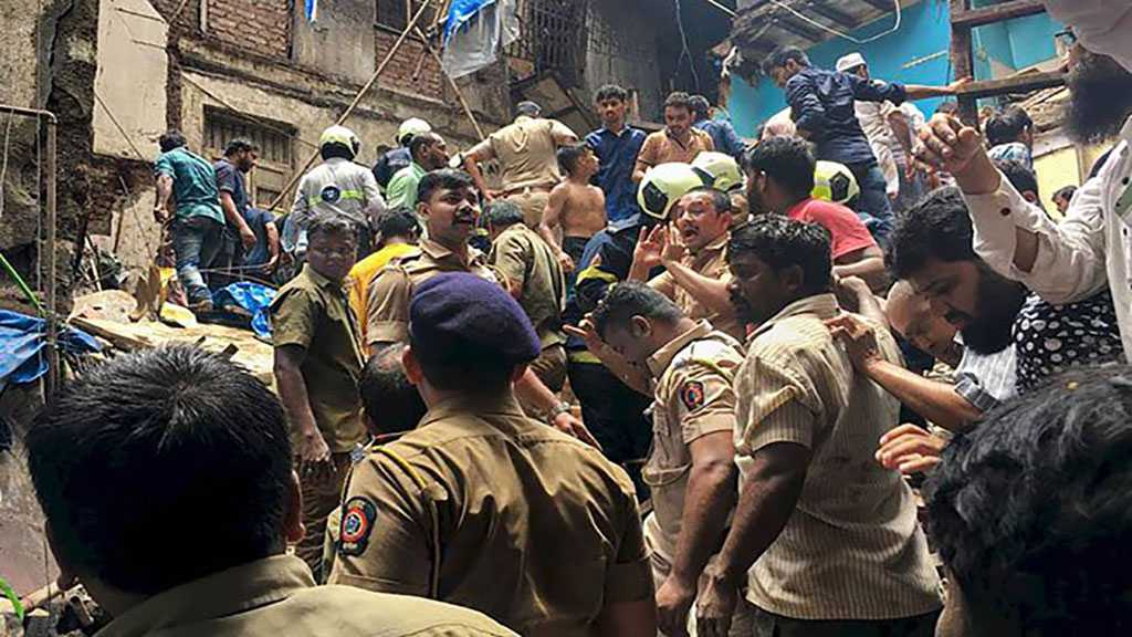 Mumbai Building Collapse: Locals Form Human Chain to Rescue the Trapped