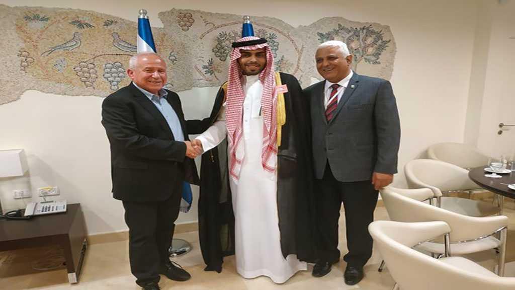 Palestinians 'Welcome' Saudi Blogger Set to Visit Netanyahu on Their Way