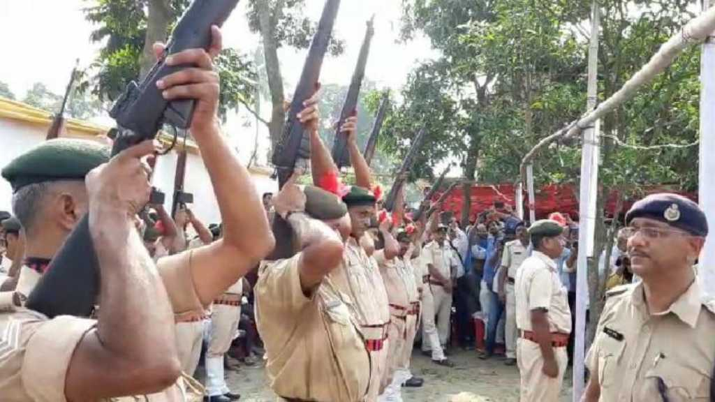 Guns Fail to Fire Salute at Funeral of Ex-Chief Minister of Indian State