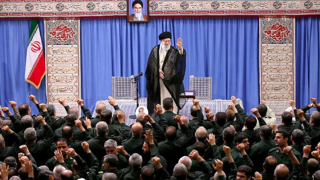 Imam Khamenei Ridicules US' 'Maximum Pressure' Policy: They've Been Begging to Meet Iran's President