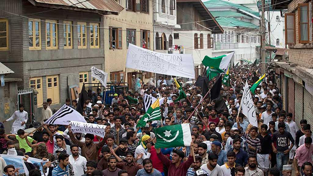 Pakistanis Rally against Kashmir Curfew