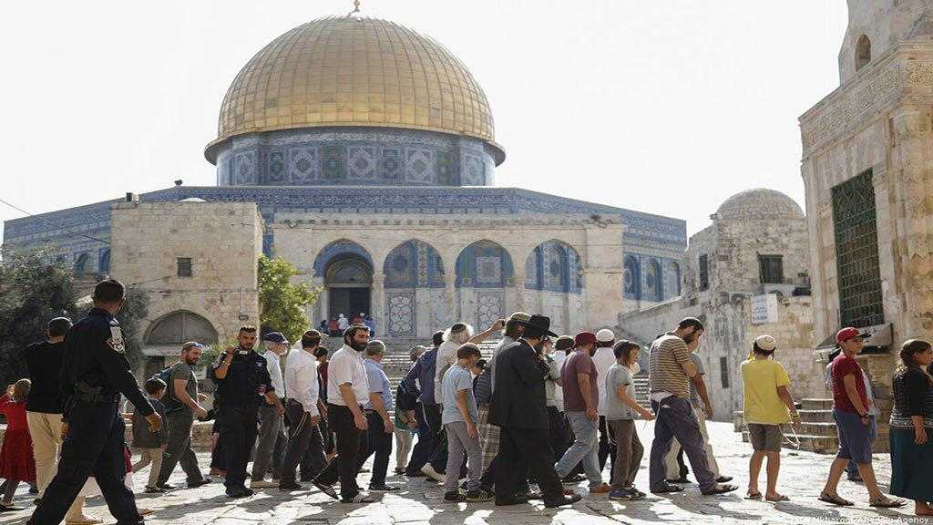 Hundreds of 'Israeli' Settlers Storm Aqsa Mosque under Occupation Soldiers' Protection