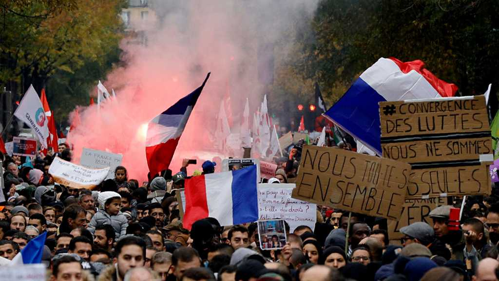 "Thousands March in Paris to ""Stop Islamophobia"""