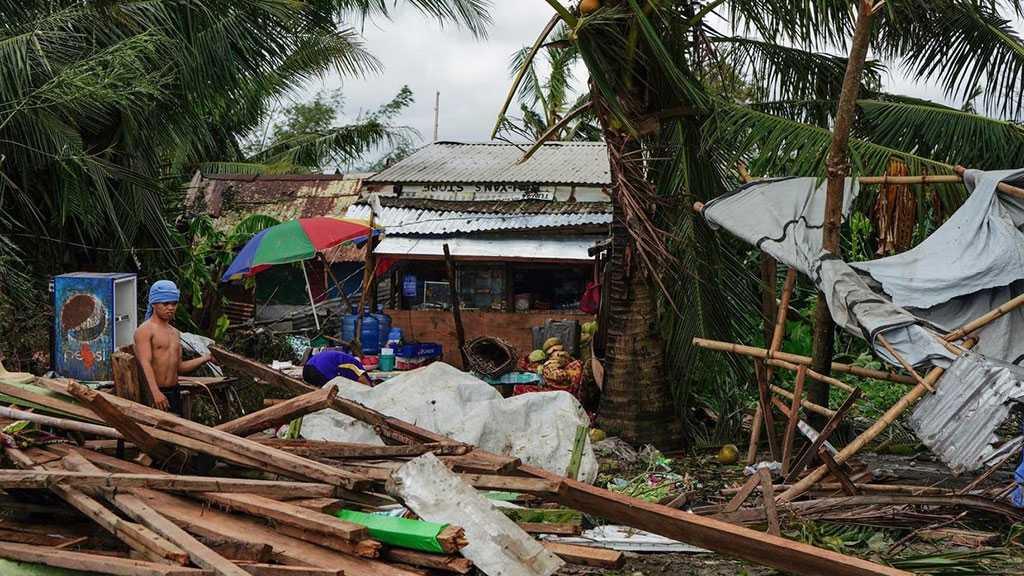 Typhoon Kills 16, Ruins Christmas Celebrations in Philippines