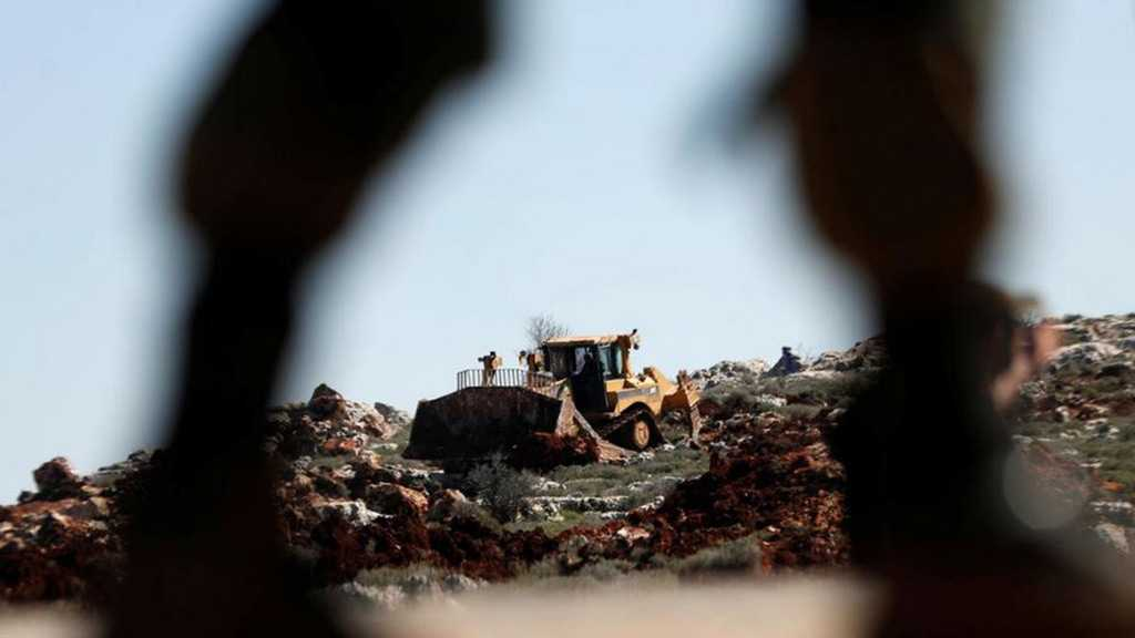 Palestinians Protest as «Israeli» Bulldozers Clear Land