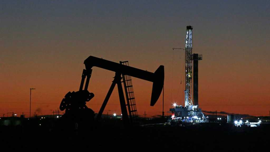 Oil Prices Edges Down as Saudi Arabia, Russia Delay Meeting