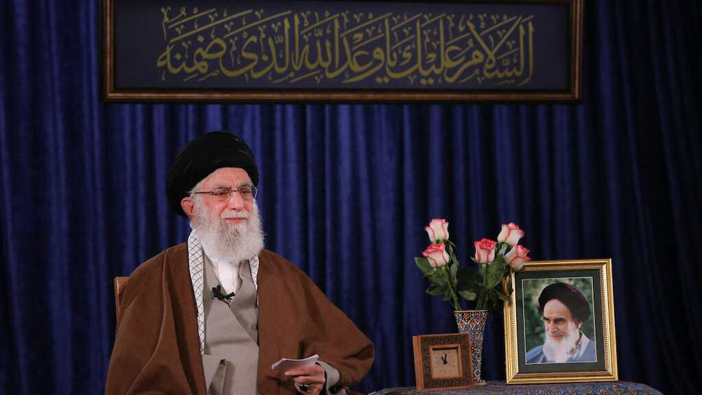 Imam Khamenei Hails Iranian Efforts in Battle with Covid-19, Stresses Importance of Waiting the Infallible Imam